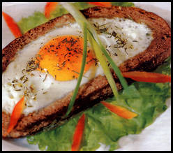 Яйцо в хлебе.