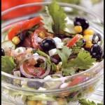 Овощной салат с кукурузой.